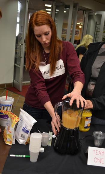 Senior Brianna Moore makes a mocktail for a contest held by PULSE. Photo by Alex Montoya.