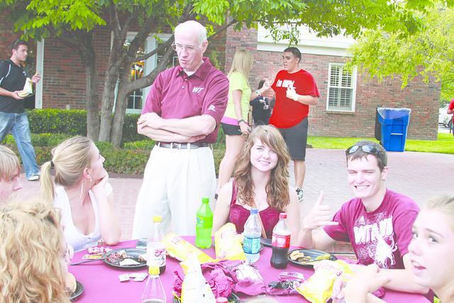 President O'Brien talks with new students. Photo by Frankie Sanchez.