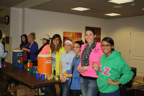Members of Delta Zeta hand out lemonade during the speaker event held on Oct. 18. Photo by Alex Montoya.
