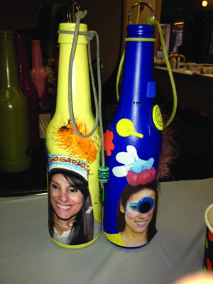 Students decorated incense bottles in the JBK.