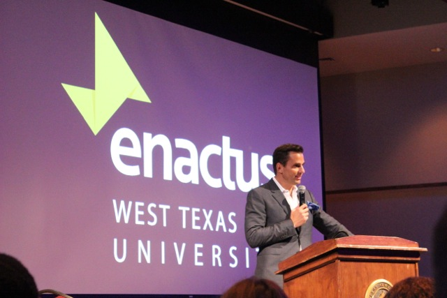 Bill Rancic speaks to students about entrepreneurship.